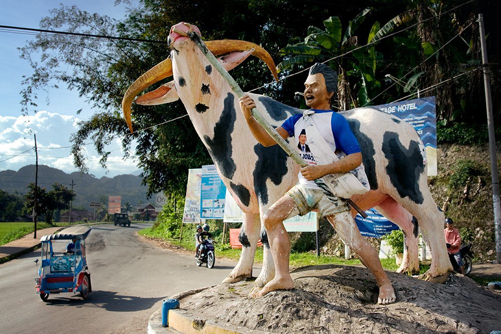 Tana Toraja region, Sulawesi, Indonesia. The road junction close to Rantepao town. The monument shows a water buffalo as a significant animal in Torajan culture.