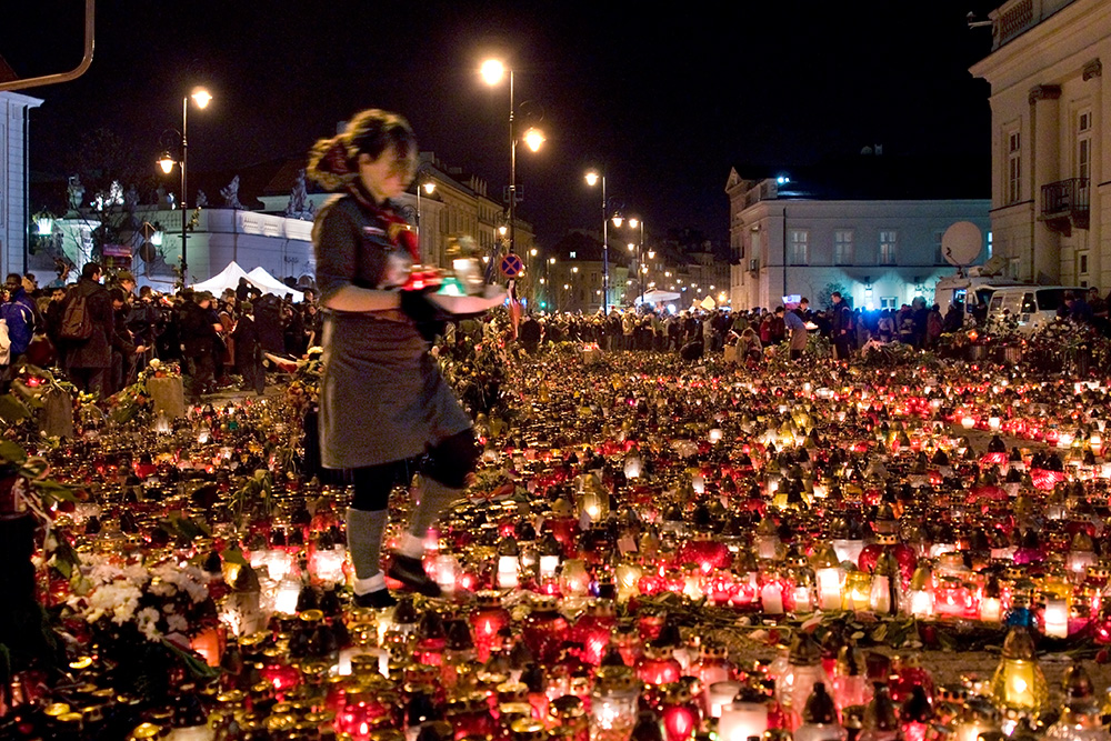 Thousands of candles left by Warsaw residents in front of the Presidential Palace at the evening. Scouts take care of them.