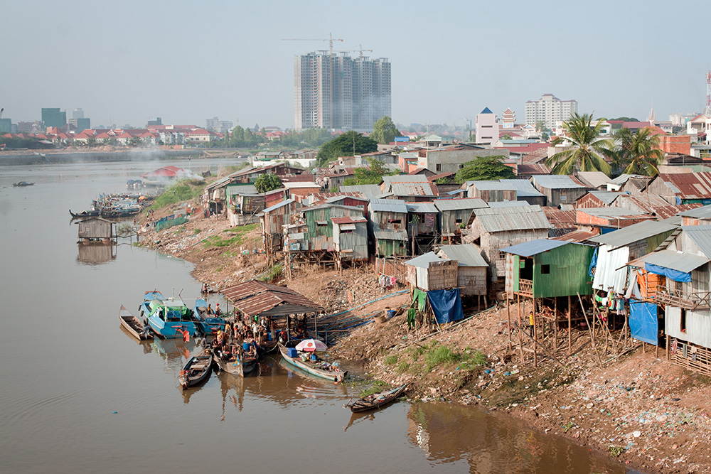 Vietnamese minority slums in Phnom Penh. Most of the inhabitants collect recyclable waste for living.